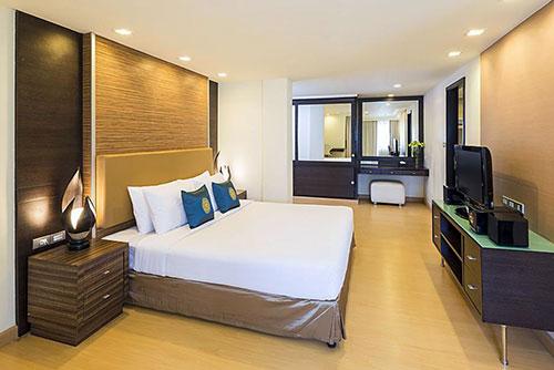 Bangkok Hotel with Ladyboys
