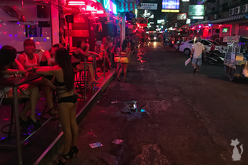Girly Bars in Pattaya Soi 6