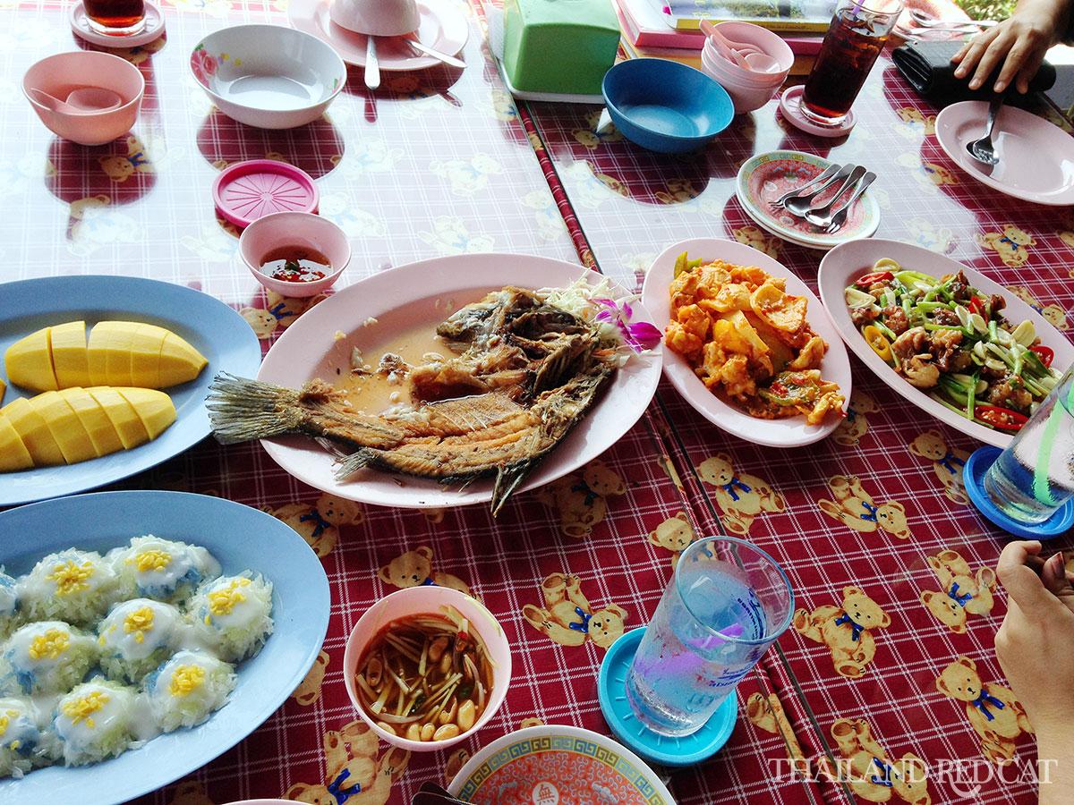 Pom Phrachun Food
