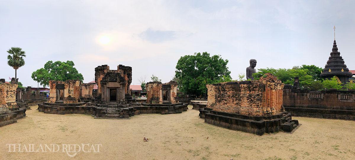 Wat Sa Kamphaeng Yai Sisaket
